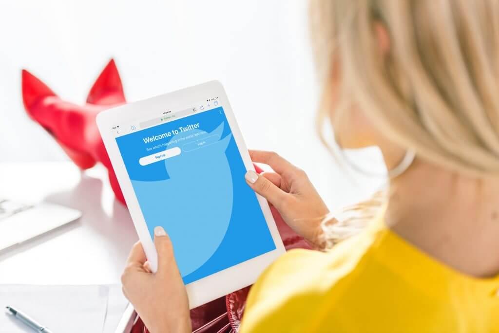 Kvinde med iPad